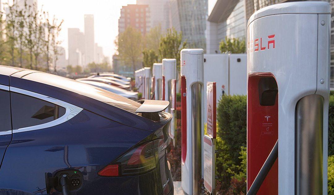 Ταχυφορτιστές ηλεκτρικών αυτοκινήτων: Πώς επιτυγχάνεται μια γρήγορη φόρτιση (Video)